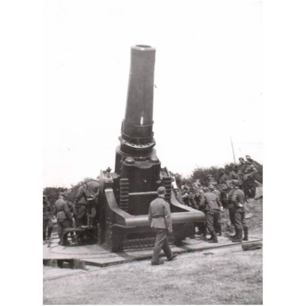 skoda-42cm-m1917-heavy-siege-howitzer-w-erich-von-manstein-siege-of-sevastopol-1942